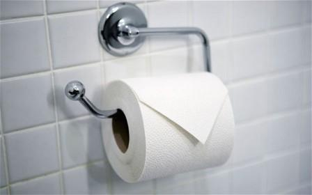 厕纸用完一定要扔进筐里吗?扔坐便里冲了难道不行吗?